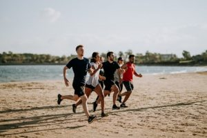 people running to lose weight